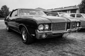 Mid-size car Oldsmobile Cutlass Supreme, 1972. — Stock Photo