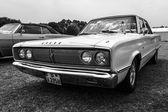 中型车道奇皇冠 440 1967 — 图库照片
