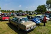各种的老式汽车,对展览场. — 图库照片
