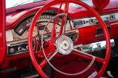 小木屋的全尺寸轿车福特本领不小 500,1957. — 图库照片