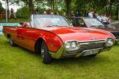 Personal luxury car Ford Thunderbird (third generation) — Stock Photo
