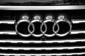 The emblem on the front grille of a full-size luxury crossover SUV Audi Q7 3.0 TDI quattro. Black and white. The Classic Days on Kurfuerstendamm. — Stock Photo