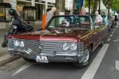 Luxury car Chrysler Imperial Convertible, 1968. The Classic Days on Kurfuerstendamm. — Fotografia Stock