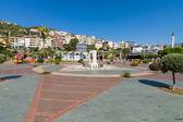 Krajobraz miasta. Jeden z placów w mieście. Alanya - jest popularnym ośrodkiem turystycznym na Morzu Śródziemnym. — Zdjęcie stockowe