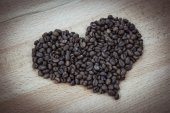 Coffee beans heart isolated — Stock Photo