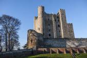 View of Rochester Castle in Kent, showing one of the best preserved Norman tower or keep in England. The castle was founded in 1127 and is visited by thousands of tourists each year. — Stock Photo