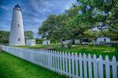The Ocracoke Lighthouse and Keeper's Dwelling on Ocracoke Island — Stock Photo