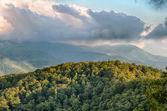 Blue Ridge Parkway szenische Berge überblicken Sommerlandschaft — Stockfoto
