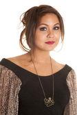 Frau trägt eine octupus-halskette — Stockfoto