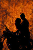 Silhouette couple kiss on motorcycle fire — Φωτογραφία Αρχείου
