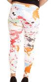 Woman in paint splat leggings — Stock fotografie