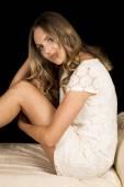Mulher usando vestido branco — Fotografia Stock