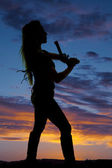 Silhouette of a woman with a pistol — Stock Photo