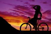 Silhouette of a woman on a bike — Stock fotografie