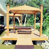 Wood pavilion for massage in tropical garden on summer resort — Stock Photo
