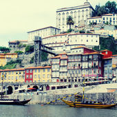 "Ribeira and wine boats(""Rabelo"") on River Douro, Porto, Portugal — Stock Photo"