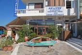 Greek outdoor restaurant, Crete, Greece. — Zdjęcie stockowe
