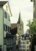 Clock tower of St. Peter's Church and street view, Zurich, Switz — Stock Photo
