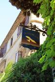 Sign of the famous local restaurant  La colombe dOr in Saint Pau — Foto de Stock