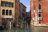 Old houses on Grand Canal in Venice, Italy — Stock Photo