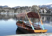 Traditional Slovenian boat on Lake Bled, Slovenia — Stock Photo