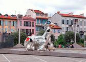 Modern skulptur Loch Ness-odjuret i Nice, Frankrike — Stockfoto