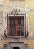 Window with painted decorations, Italy — Stock Photo