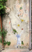 Graffities on the vintage wall in Old Town of Nice, France. — 图库照片