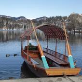 Traditional Slovenian boat, on Lake Bled, Slovenia — Stock Photo