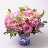 Beautiful pink bouquet with astrantia, fresia, rose, ranunculus — Stock Photo