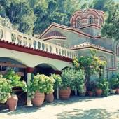 красивый старый сад монастыря (крит, греция) — Стоковое фото