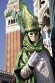 Costumed people in Venetian mask during Venice Carnival, Italy — Stock Photo