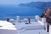 Beautiful white terrace overlooking sea in Oia, Santorini, Cycla — Stock Photo