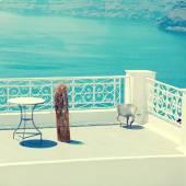 White terrace overlooking sea in Oia, Santorini — Stock Photo