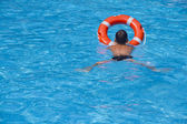 The child in the pool with a lifeline — Stock Photo