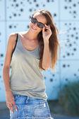 Super mladá žena s úsměvem — Stock fotografie