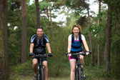 Couple enjoying a bike ride in nature — Stock Photo