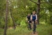 Healthy couple enjoying a bike ride in nature — Stock Photo