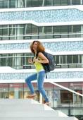 College student walking on campus — Foto Stock