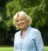 Portrait of a smiling senior woman outdoors — Stock Photo