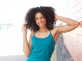 Young african american woman laughing outdoors — Stockfoto