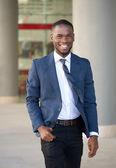 Smiling businessman walking in the city — Fotografia Stock