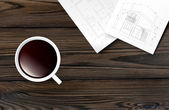 Cup of coffee on a wooden table. — Vector de stock