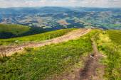 Path to village in mountain valley  — Stock Photo