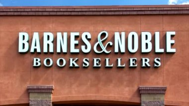 Barnes and Noble store exterior — Stock Video