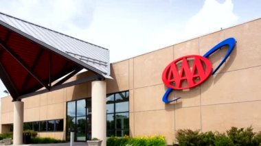 AAA Regional Headquarters and service center. The  AAA is a non-profit federation of motor clubs in North America. — Stock Video