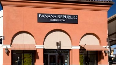 Banana Repulic Store Exterior — Stockvideo