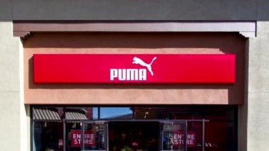 Puma Store Exterior — Stock Video