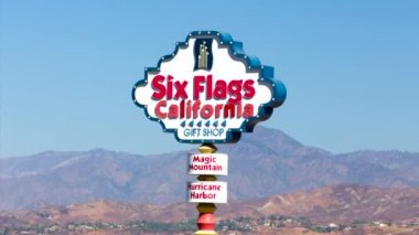 Six Flags Magic Mountain Entrance Sign — Stock Video