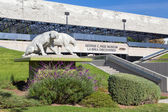 George C. Page Museum at Le Brea Tar Pits — Stock Photo
